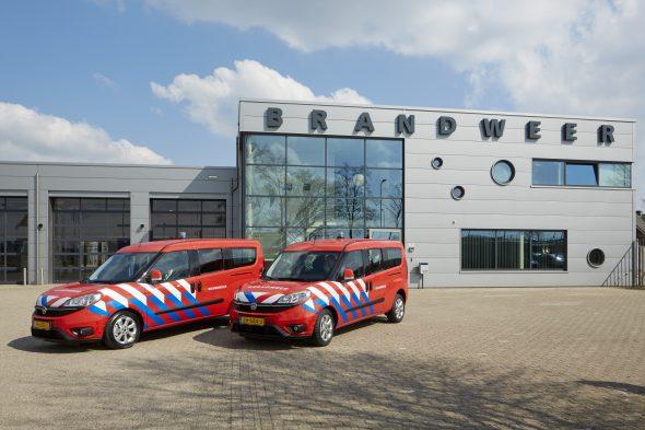 Levering 5 Fiat Doblo's aan Brandweer Brabant Noord door Van Hooft mei 2016 HR
